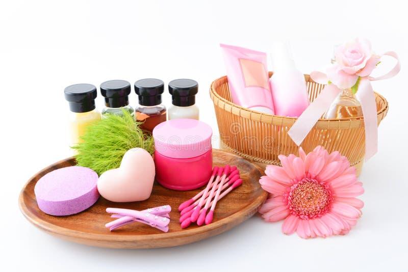 Grundlegende Hautpflegeeinzelteile lizenzfreies stockfoto