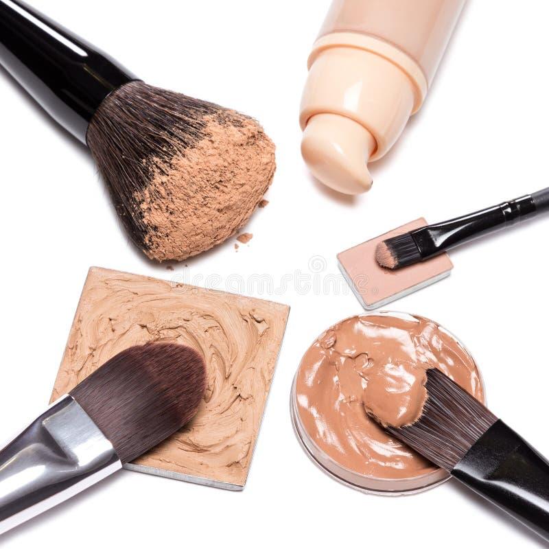 Grundlegende kosmetische Produkte, zum des perfekten Teints herzustellen lizenzfreies stockfoto