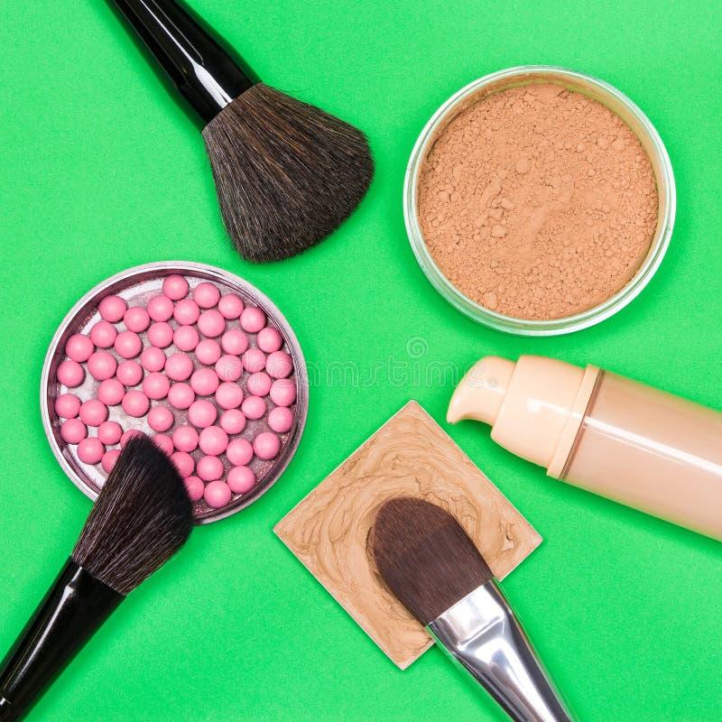 Grundlegende kosmetische Produkte, zum des schönen Teints herzustellen stockbild
