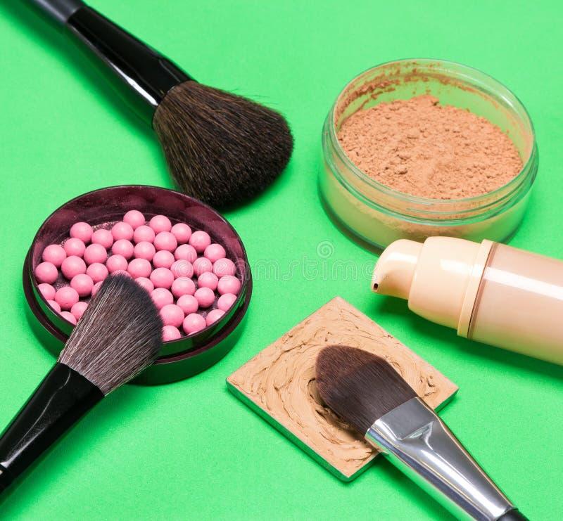 Grundlegende kosmetische Produkte, zum des schönen Teints herzustellen lizenzfreie stockfotografie