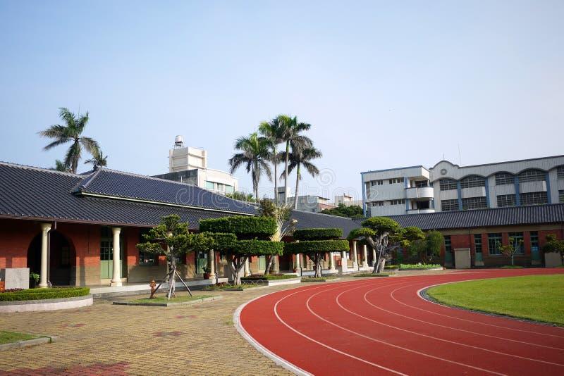 Grundschulen des historischen Gebäudes stockbilder