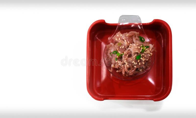Grundschweinefleisch mit weißem indischem Sesam und gehackten den Frühlingszwiebeln zugebereitet lizenzfreie stockfotos