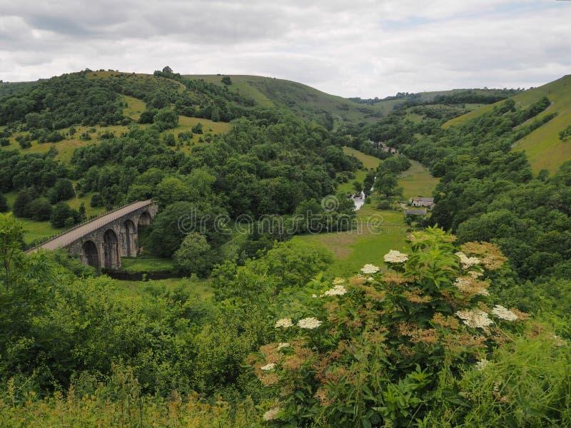 Grundstein-Viadukt an Monsals-Kopf und jetzt am Teil des Monsals-Hinterypsilontales, Höchstbezirk, Großbritannien lizenzfreie stockfotografie