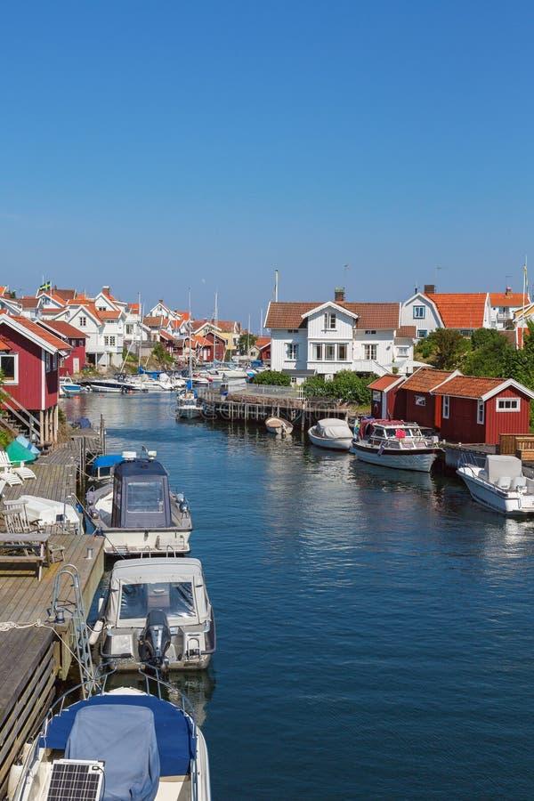 Grundsund uma aldeia piscatória velha fotografia de stock royalty free
