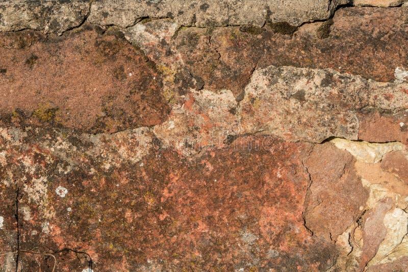 Grunge åldrades riden ut textur för yttersida för stenvägg i fattigt villkor royaltyfri fotografi