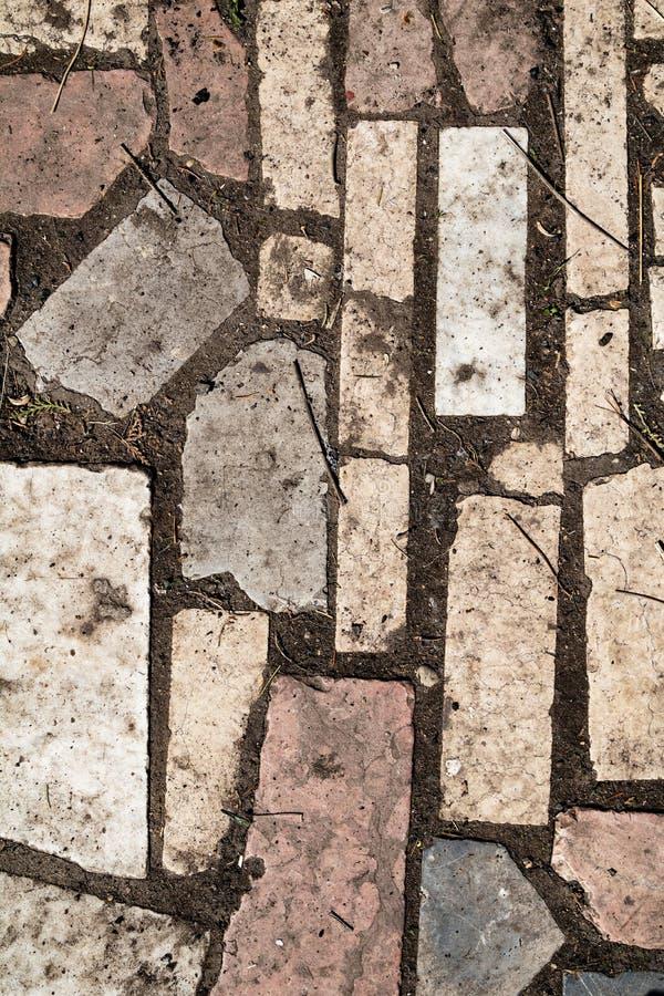 Grunge åldrades textur för stenjordningsyttersida i fattigt villkor arkivbilder