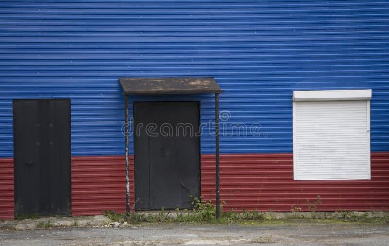 Grunge дома флага России tricolor домодельного стоковые фотографии rf