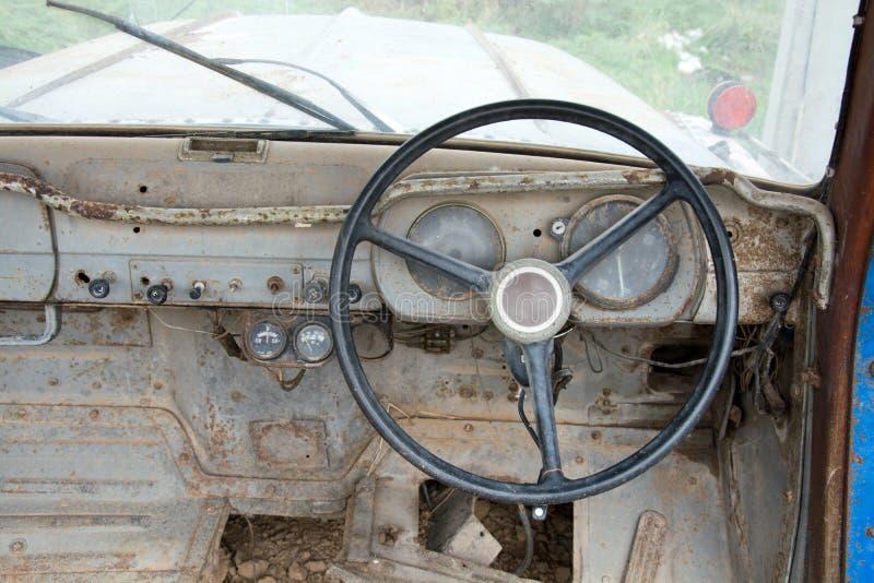 Grunge и высокие ржавые элементы старого роскошного автомобиля стоковая фотография