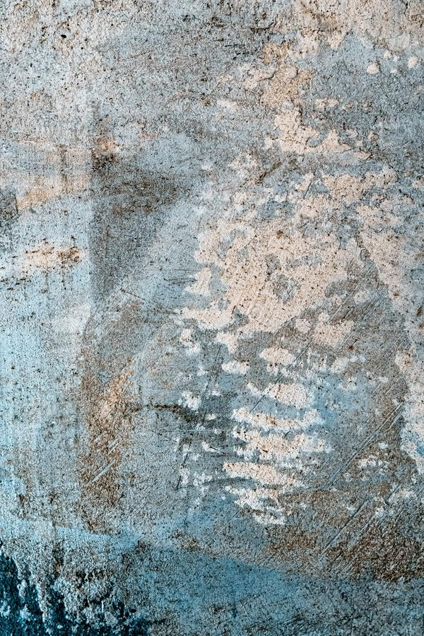 Grunge betonowa ściana z barwionym oświetleniem obraz stock