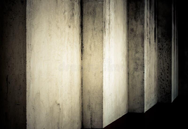 Grunge Darkvägg royaltyfria foton