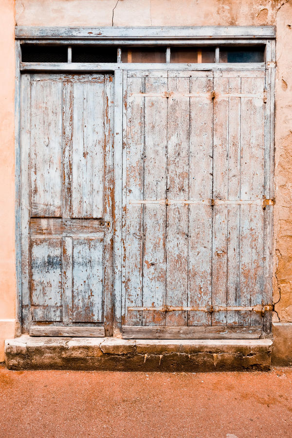 Grunge de madeira da porta fotos de stock