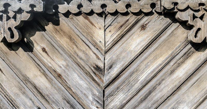 Grunge drewna stara wietrzej?ca powierzchnia z cyzelowaniami obrazy stock