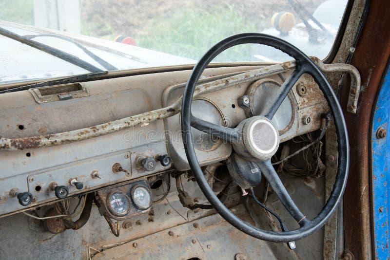 Grunge en higt roestige elementen van oude luxeauto stock foto