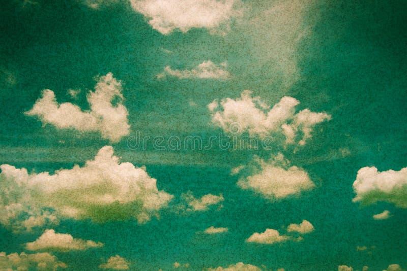 Grunge filtrerad blå himmel, bakgrund arkivfoton