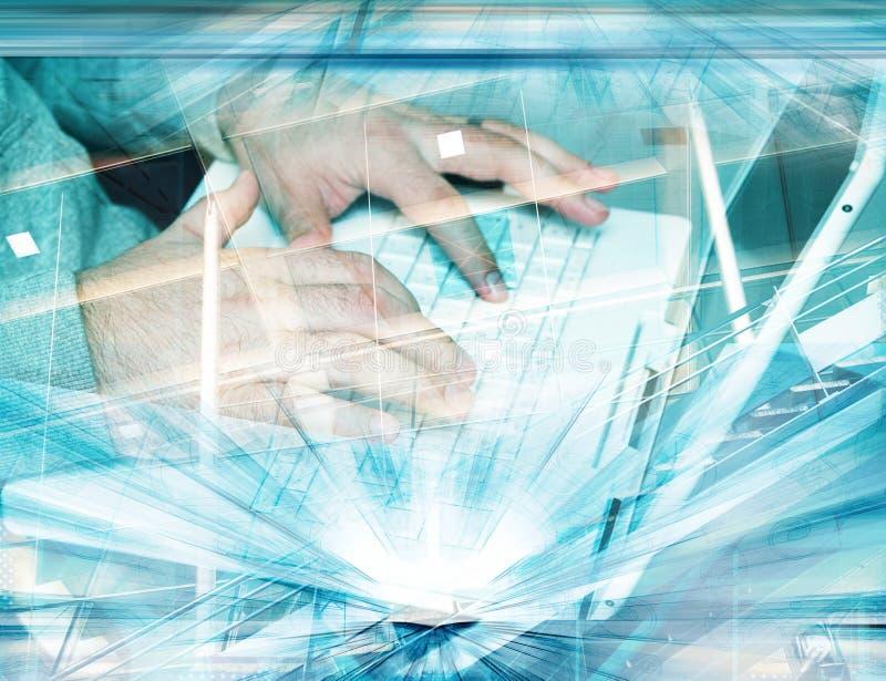 Grunge Hände auf Tastatur lizenzfreies stockfoto