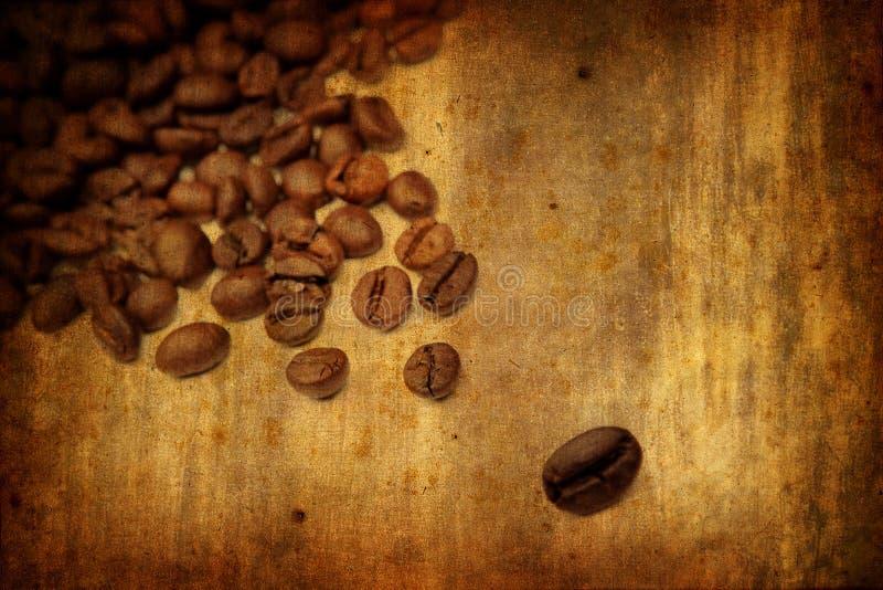 Grunge Hintergrund mit Kaffeeelementen stockbild