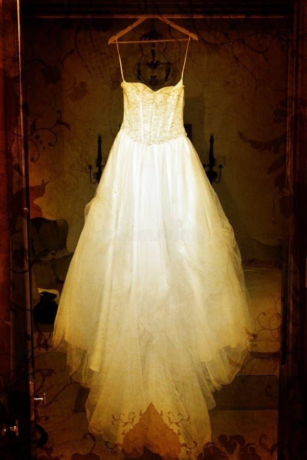 Grunge Hochzeitskleid