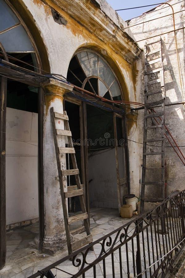 Grunge kubanisches Gebäude stockbild
