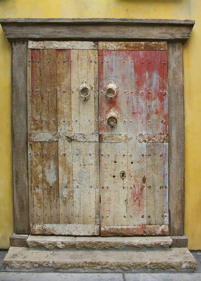Grunge malte Tür stockfotos