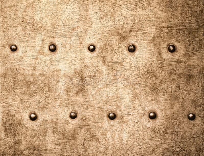 Grunge metalu złocisty brown talerz nituje śruby tła teksturę fotografia royalty free