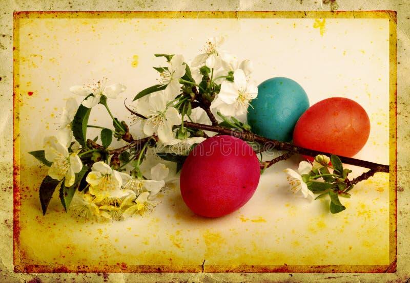Grunge oude gesneden prentbriefkaar met eieren royalty-vrije stock afbeeldingen