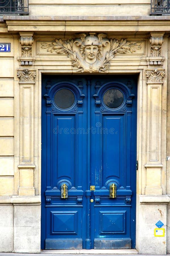 Grunge pintou a porta do art deco foto de stock