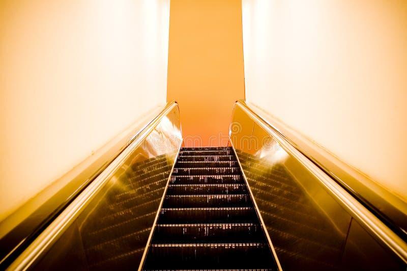Grunge Rolltreppe lizenzfreies stockbild