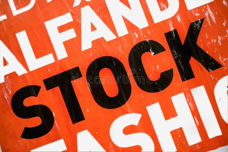 Grunge städtische Fahne mit Fokus auf der Wortablage stockfotos