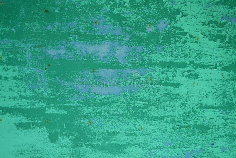 Grunge t?o Stara starzejąca się podława ściana z starą turkusu i cyraneczki płatkowatą farbą struga daleko zdjęcia royalty free