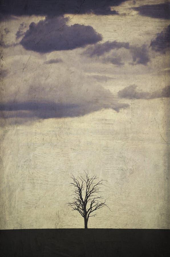 Grunge textured samotny drzewo w burzowym krajobrazie zdjęcia royalty free