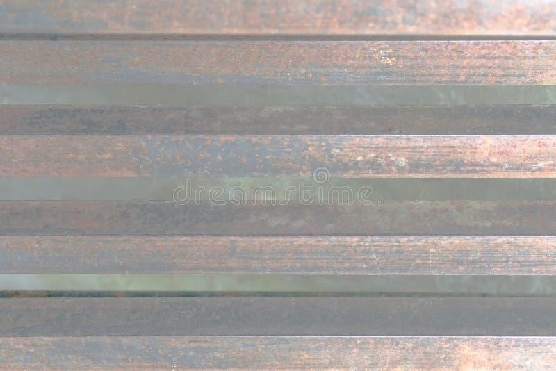 Grungebakgrund, band av stål, pastellfärgade färger arkivfoto