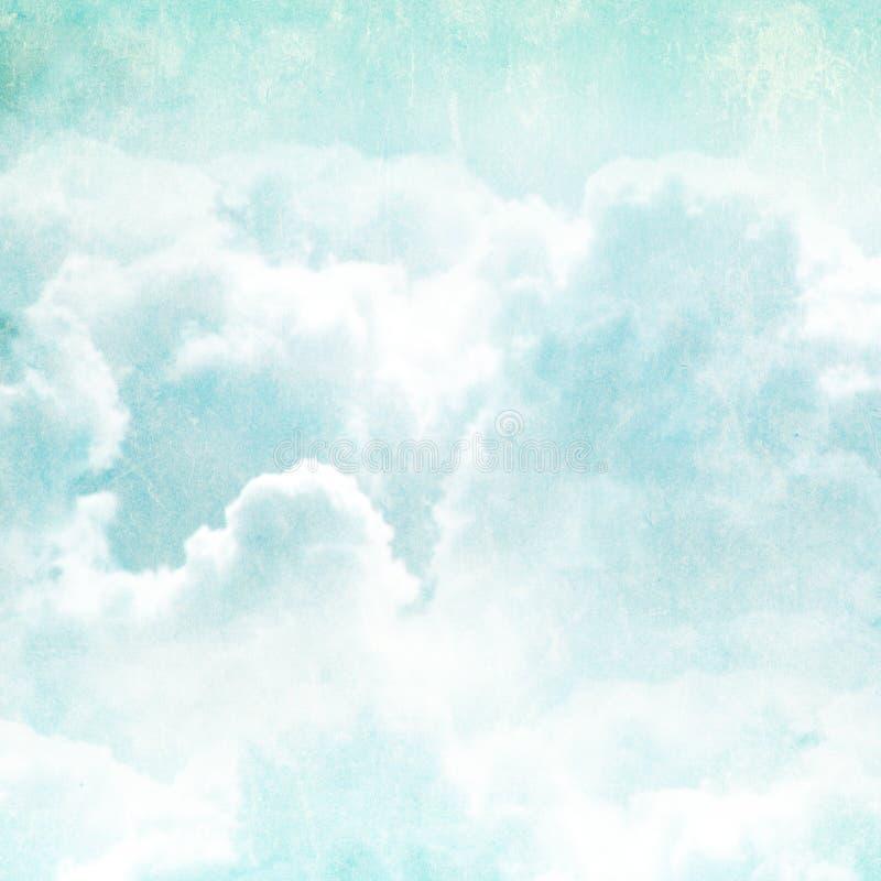 Grungebakgrund med pappers- textur och moln royaltyfri bild