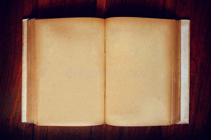 Grungedocument boek op lijst royalty-vrije stock foto's