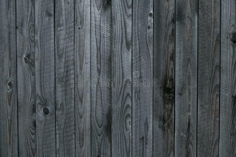 Grungetextuur van grijze oude houten omheining Grijze achtergrond van sjofele houten raad, planken Oppervlakte van oud sjofel doo royalty-vrije stock afbeeldingen