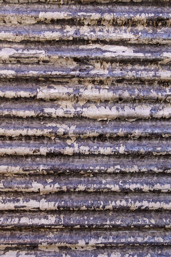 Grungy и покинутая волнистая предпосылка металла стоковое фото rf