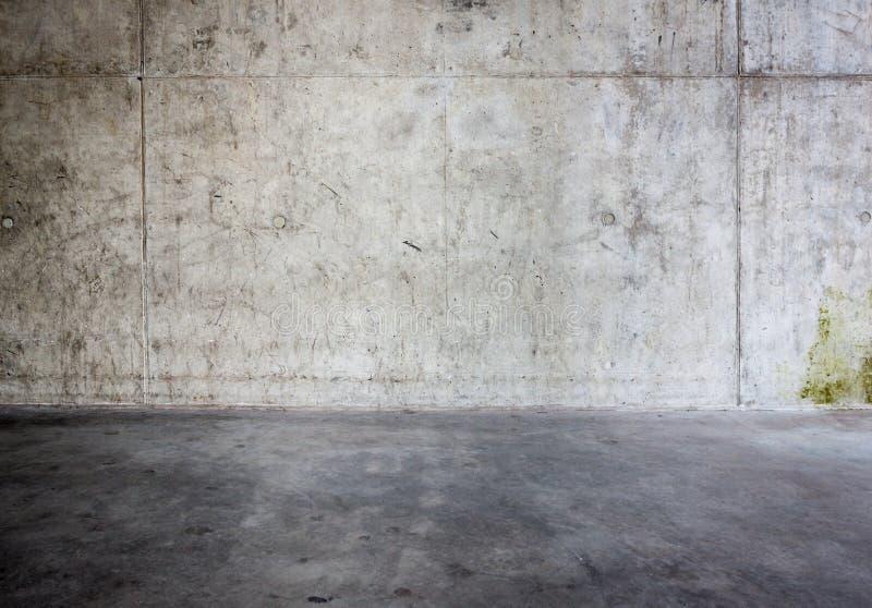 Grungy betongvägg och golv royaltyfria bilder
