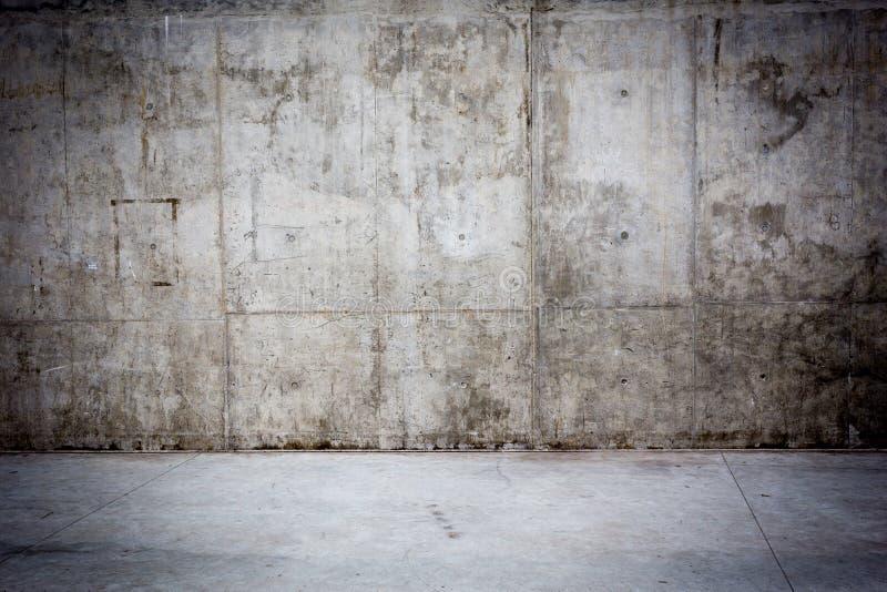 Grungy betongvägg och golv som bakgrund arkivfoton