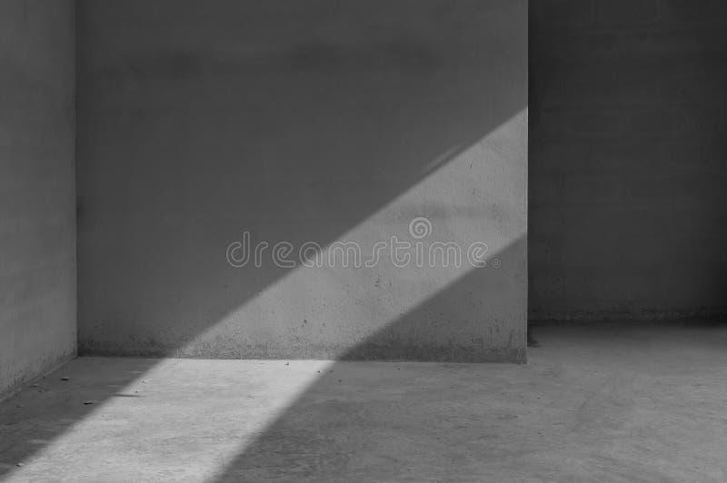 Grungy concrete muur en steenvloerruimte als achtergrond royalty-vrije stock foto's