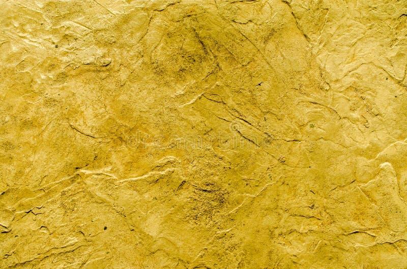 Grungy gul bakgrund av naturligt cement fotografering för bildbyråer