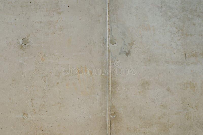 Grungy textur av den gamla gråa betongväggen med fyra cirklar och l royaltyfria foton
