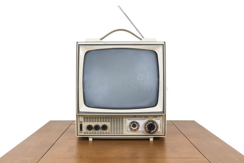 Grungy Weinlese-tragbares Fernsehen auf der Tabelle lokalisiert auf Weiß lizenzfreie stockbilder
