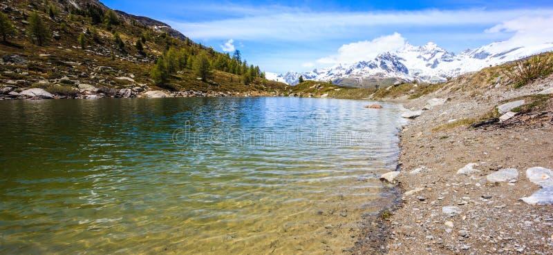 Grunsee jezioro, jeden wierzchołka pięć jezior miejsce przeznaczenia wokoło Matterhorn szczytu w Zermatt, Szwajcaria, Europa fotografia stock