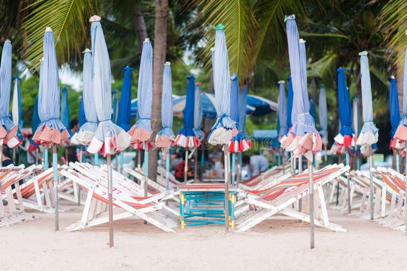 grunt fält för strandstolsdjup mycket royaltyfria bilder