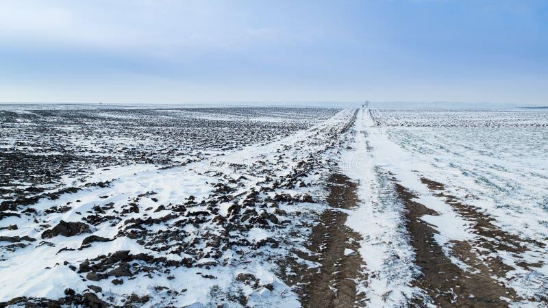 Grunt orny przy zimą, rolniczy krajobraz zdjęcia royalty free
