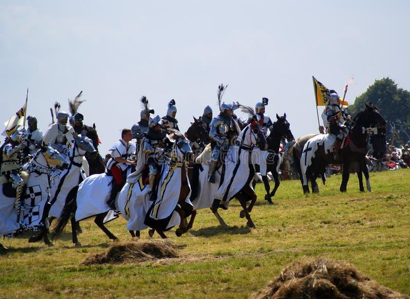 Grunwald, Polonia - 2009-07-18: Cavalieri teutonici montati fotografie stock libere da diritti