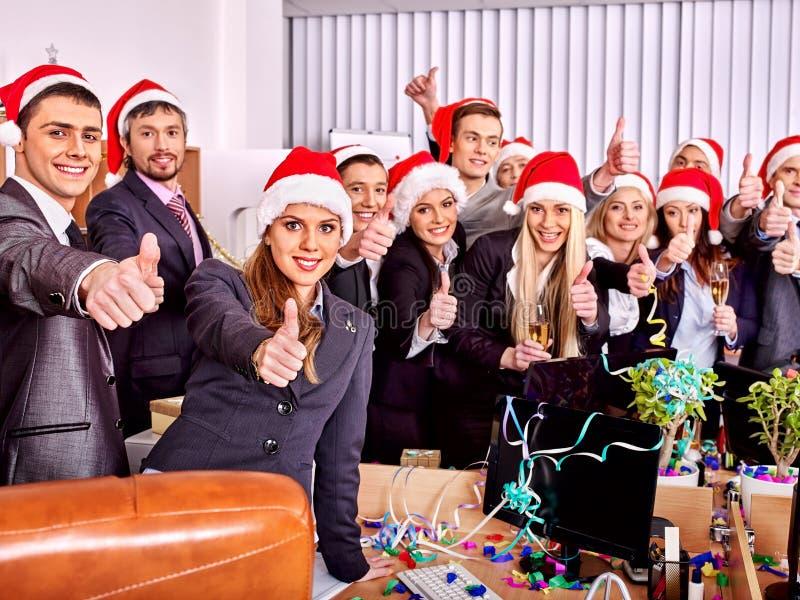 Grup biznesowych ludzie przy Xmas przyjęciem zdjęcia stock