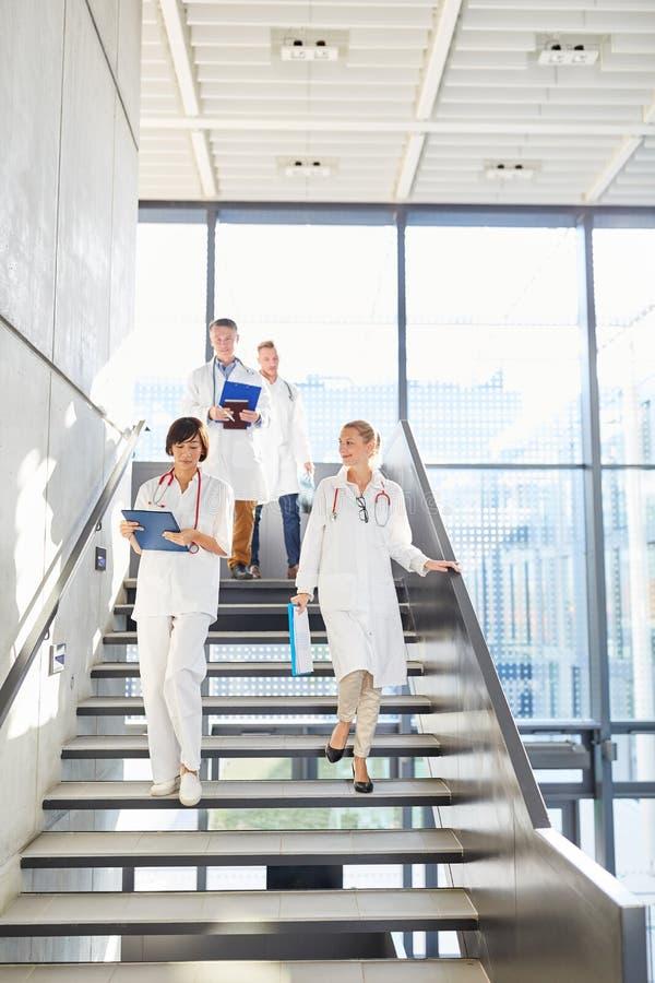 Grup pielęgniarki i lekarki jako ekipa zdjęcia royalty free