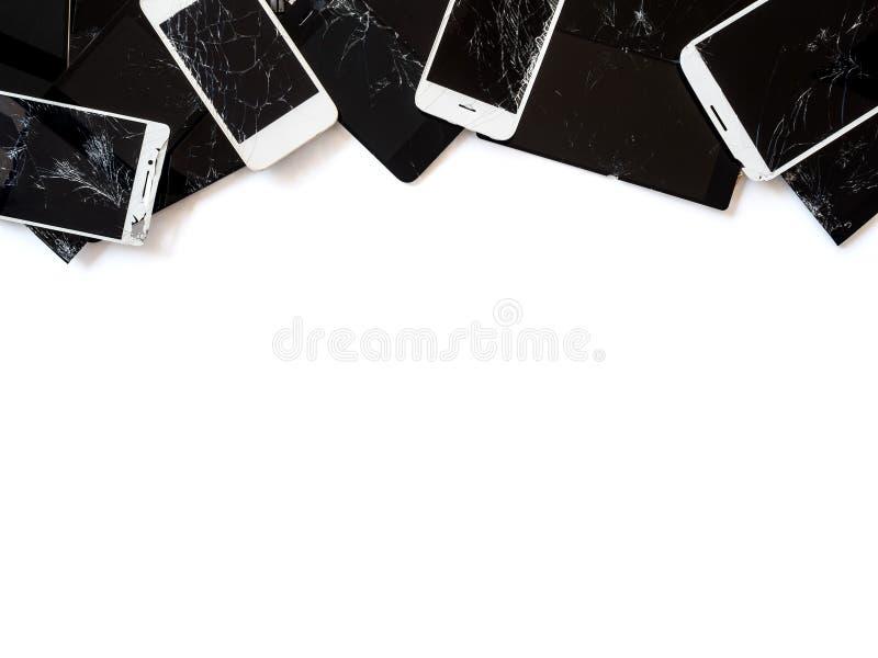 Grupa łamany smartphone ekranu odpady odizolowywa zdjęcia stock