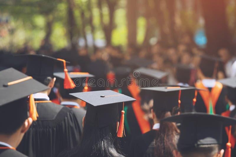 Grupa absolwenci podczas pocz?tku obrazy royalty free