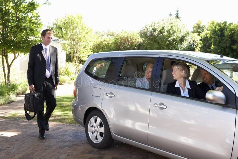 Grupa Biznesowych kolegów Samochodowa Gromadzi podróż W pracę obrazy royalty free